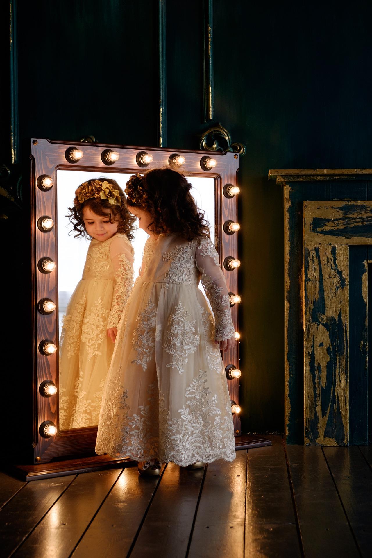 bambina specchio.